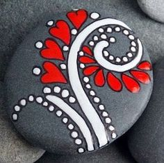 Get creative with these DIY painted rocks. From mandala rocks to easy painted rock crafts for kids, there are plenty of ideas for inspiration. Pebble Painting, Pebble Art, Stone Painting, Diy Painting, Painting Stencils, Family Painting, Pebble Mosaic, Heart Painting, Mandala Painting