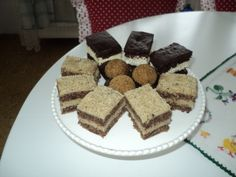 Karola zákusok bez múky (fotorecept) - Recept Tiramisu, Ethnic Recipes, Food, Basket, Essen, Meals, Tiramisu Cake, Yemek, Eten