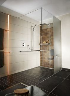 Barrier-free multi-generation bathroom for comfort in all life situations