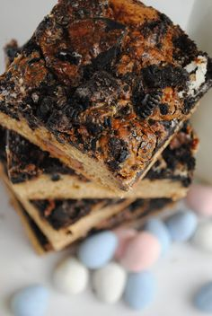 Cadbury Egg Oreo Cookie Bars #dessert #easter #recipe