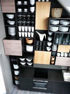 Caissons ouverts ou fermés, étagères, tiroirs... tout est pensé pour ranger et stocker. Façades Hyttan et Brokhult. Ikea.