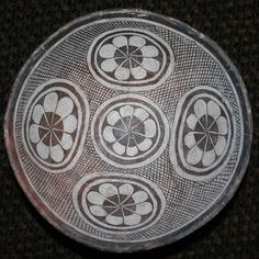 11N Mimbres Classic Black-on-White Geometric Bowl Native American Design, Native American Pottery, Ceramic Plates, Ceramic Pottery, Southwest Pottery, Native American Baskets, Pottery Designs, Pottery Making, Before Us
