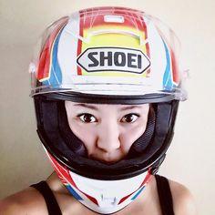 いいね!572件、コメント29件 ― Megumi Furusawa(古澤 恵)🇯🇵🇹🇼さん(@gugu1202)のInstagramアカウント: 「New helmet♡ 新しいフルフェイスは7.8年ぶり!? こんなに派手なヘルメット初めて選んだけど凄く綺麗でカッコイイ✨ 嬉しくて何度も眺めてる! 早くバイク乗りたいな〜。 ★ ☆…」