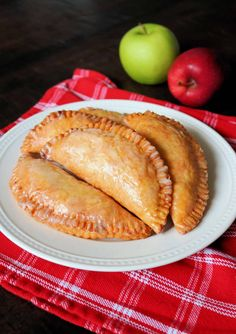 There's nothing better than Southern Fried Apple Pies in the Fall! Check out my Best Fried Apple Pies Recipe that's made completely homemade from scratch! These old fashioned Amish-Style Fried Apple Hand Pies are so easy and delicious with a tender, flaky, and buttery pie crust, a cinnamon sugar apple pie filling, and a sweet powdered sugar glaze. #friedapplepies #applepie #falldesserts Fried Apple Pies, Apple Hand Pies, Fried Pies, Homemade Apple Pie Filling, Homemade Pie, Cinnamon Sugar Apples, Apple Pie Recipes, Amish Recipes, Soup Recipes