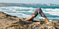 Инверсионные позы йоги, которые особенно полезны после тренировок - http://lifehacker.ru/2015/01/25/inversions-yoga/