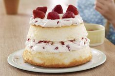 Strawberry & Cream Angel Cake recipe - Juicy ripe strawberries and luscious creamy filling are layered between airy angel food cake. If that weren't heavenly enough, it's better for you, too. Mothers Day Desserts, Valentine Desserts, Just Desserts, Delicious Desserts, Valentines, Kraft Foods, Kraft Recipes, Cake Recipes, Dessert Recipes