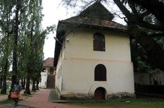 The Dutch Palace museum in Mattancherry was once the abode of the Cochin Royal Family. The structure, believed to have been built by the Portuguese in early 16th century and modified by the Dutch in 1663, was restored and declared a centrally-protected monument in 1951 by the Archaeological Survey of India. It was established as a museum in 1985. Kerala Architecture, Archaeological Survey Of India, Kerala Houses, States Of India, Kerala India, Arabian Horses, Place Of Worship, 16th Century, Traditional House