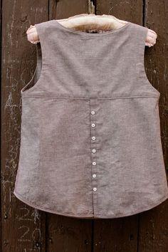 Resultado de imagen para deer and doe datura blouse Sewing Clothes, Diy Clothes, Clothes For Women, Dress Sewing Patterns, Clothing Patterns, Kurta Designs, Blouse Designs, Indian Designer Outfits, Short Tops