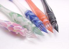 美しい筆記用具ガラスペンを知っていますか?明治時代に日本で開発されて、世界中で愛されているガラスペン。今回は見た目だけじゃない、その魅力をご紹介します。