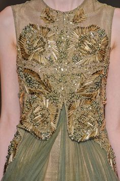 couture,embroidery,details︱Discover more: style.paperonfire.co