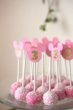 Minnie Mouse cake pops from a Floral Minnie Mouse Birthday Party on Kara's Party. - Minnie Mouse cake pops from a Floral Minnie Mouse Birthday Party on Kara's Party Ideas Minnie Mouse Party, Minnie Mouse Cake Pops, Minnie Mouse Birthday Decorations, Minnie Mouse First Birthday, Mickey Party, Mickey Mouse Birthday, Mickey Cake Pops, Minnie Mouse Favors, Mini Mouse Cake
