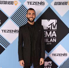 Video: L'intervista di Marco Mengoni sul red carpet degli MTV EMA    -cosmopolitan.it