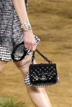 Chanel Spring 2010 Details. Super cute bag.