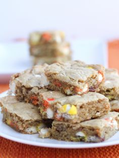 M&M White Chocolate Candy Corn Blondies by @Julie | The Little Kitchen