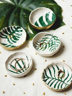 DIY Tropical Leaf Trinket Dishes | Pinterest: Natalia Escaño #handmadehomedecor