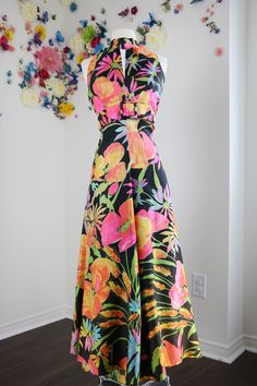 1970s Wide Leg Floral Jumpsuit Bold Big Bright Floral Pattern Summer Sleeveless Jumpsuit Size S/M Keyhole Neckline Black Pink Orange by VintageBySuzanne on Etsy