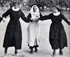 Nonnen op rolschaatsen