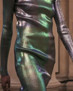 "Gefällt 1,517 Mal, 20 Kommentare - Christopher Kane (@christopherkane) auf Instagram: ""Metallic foil laminated knitwear from Autumn Winter 2017. Available in store and online now.…"""