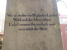 Rückseite des Grabmals für Friedrich Wilhelm Compe in Schwarzenbek
