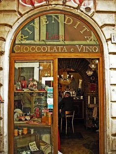 Trastevere bar that serves drinks in edible chocolate shot glasses. Ooohhhh…