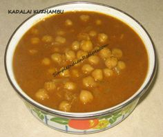 Kadalai Kuzhambu - A very traditional dish made in south india especially in tamil nadu and kerala that is served with all tiffin varieties. Vegetarian Gravy, Vegetarian Main Dishes, Vegetarian Recipes, Cooking Recipes, Garlic Seeds, Cubed Potatoes, How To Cook Beans, Indian Food Recipes, Ethnic Recipes