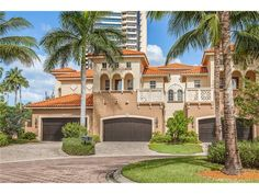 For Sale - See photos and descriptions of 6501 Crown Colony Pl #4-201, Naples, FL. This Naples, Florida Single Family House is 3-bed, 3-bath, listed at $1,695,000  MLS# 216065315. Casas de venta en Naples, FL.