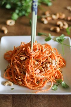Raw Carrot Pasta with Ginger-Lime Peanut Sauce is a flavorful gluten-free vegetable pasta made with a spirelli. Carrot noodles smothered in ginger-lime peanut sauce make your noodle spin. Raw Vegan Recipes, Vegetable Recipes, Healthy Recipes, Vegan Raw, Carrot Recipes, Vegetarian Paleo, Delicious Recipes, Vegetable Noodles, Vegetable Dishes