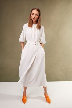 The complete Tibi Resort 2018 fashion show now on Vogue Runway. Fashion Mode, Fashion 2018, Modest Fashion, Spring Fashion, High Fashion, Fashion Dresses, Fashion Trends, Fashion News, Mode Simple