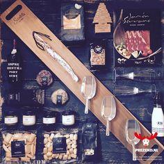 Gezellig samen borrelen met deze Tapasplank / Hapjesplank XXL in je kerstpakket » Een super lange houten plank voor je hapjes en tapas.