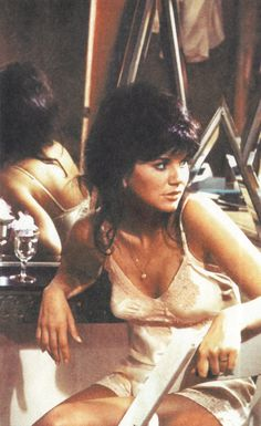 Mostly Celebs — Linda Ronstadt Linda Ronstadt, Pop Singers, Female Singers, Rock N Roll Music, Rock And Roll, Women Of Rock, Sexy Older Women, Music Photo, Beautiful Voice