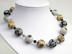 Kontraste Handgefertigte Kette aus Polymer Clay von polymerdesign auf etsy clay beads, fimo, necklace, black and grey