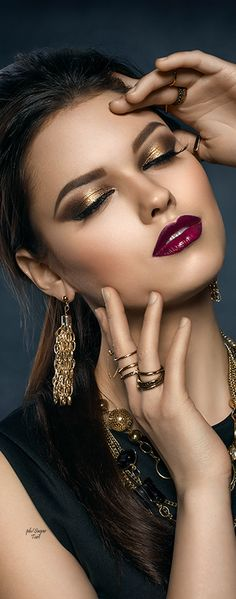 Golden eyes and red lips
