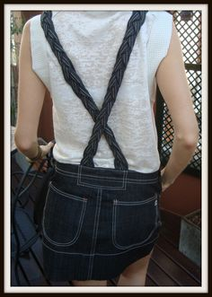 """#Jardinero #Paulacahendanvers $250 **NUEVO CON ETIQUETA** Colección """"Mini Apple Enterito"""" T.02 Jean negro con tiras trenzadas Ancho cintura: 40 cm Largo mini: 36 cm Largo total: 61 cm ***CONSULTANOS POR PAGO EN CUOTAS*** Jeans Capri, Chain, Mini, Dresses, Sweater Vests, Clothing, Necklaces"""