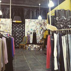 """Botas, botines y prendas de vestir en I Love Vintage (calle Martin Carrillo 3) #zaragoza. II edición de """"La Noche de los Tenderos Creativos""""."""