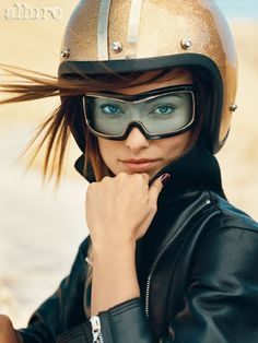 Das Pin Up des Tages! – – thomas dirk La Pin Up du jour ! – Das Pin Up des Tages! Olivia Wilde, Style Cafe Racer, Cafe Racer Girl, Lady Biker, Biker Girl, Pin Up, Die Wilde 13, Norman Jean Roy, Guzzi V7
