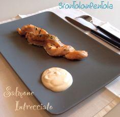 """Salmone intrecciato con salsa allo yogurt del Blog """"Brontolo in Pentola"""" http://brontoloinpentola.wordpress.com/2014/04/03/salmone-intrecciato-con-salsa-allo-yogurt-e-lime/"""