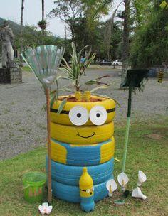 Casal com Rodinhas nos Pés: Pomerode: a cidade mais Alemã do Brasil! Upcycled Crafts, Recycled Art, Tire Garden, Bottle Garden, Painted Trash Cans, Tire Craft, Reuse Old Tires, Flower Pot People, Homemade Home Decor