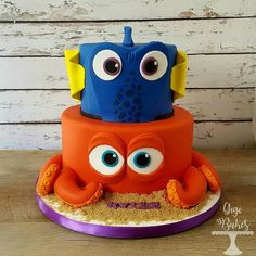 Dory and Hank from Finding Dory! Omg this cake was so much fun!!! Fondant finding dory cake with hank