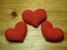 Tra poco è San Valentino, e cosa c'è di meglio dei cuori per festeggiarlo? Avevo già postato lo schema di un cuore-cuscino tempo fa; questo schema è in par