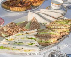 Serveer de sandwiches direct of wikkel ze goed in vershoudfolie en Christmas Buffet, Christmas Brunch, High Tea Sandwiches, Cake Recept, Salsa, Brunch Buffet, Lunch Room, Pizza, Naan