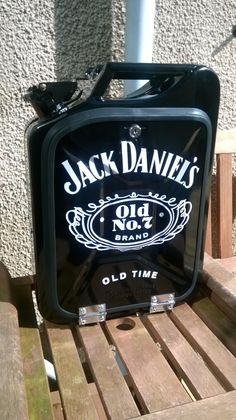 Whiskey Jerry can Jack Daniels Bottle, Jack Daniels Whiskey, Jerry Can Mini Bar, Liquor Dispenser, Pub, Diy Bar, Diy And Crafts, Projects To Try, Creations