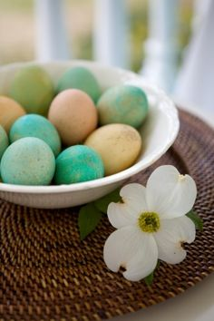 Make natural looking speckled Easter eggs for your table....