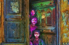 Sasikumar Ramachandran:Sasikumar is a lover of vibrant colors, captive