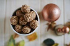 vegane Energiebällchen - Powerbällchen mit Mandelmus, Cashewmus und Amaranth sowie Vanille * Zuckermoment.de *