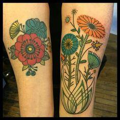 Prettiest retro-style floral tattoos by Jennifer Trok. Et Tattoo, Tattoo Henna, Wrist Tattoos, Flower Tattoos, Body Art Tattoos, Small Tattoos, Sleeve Tattoos, Cool Tattoos, Tattoo Sleeve Filler