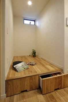 No.0338 つ・な・が・り -母子のお茶のみスペース-(一戸建て) | リフォーム・マンションリフォームならLOHAS studio(ロハススタジオ) presented by OKUTA(オクタ) Small Apartment Storage, Small Apartments, Cabinet Furniture, Home Furniture, Plataform Bed, Washitsu, Japanese Furniture, Japanese Interior Design, Decorating Small Spaces