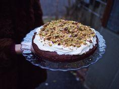 Rosmariininen punajuuri-suklaakakku