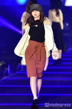 乃木坂46齋藤飛鳥、モード&ラブリーなギャップに会場ノックアウト<TGC北九州2016> (C)モデルプレス Saito Asuka, Triangle Logo, Beauty Women, Women's Beauty, Hypebeast, Black And Brown, Cute Girls, Asian Girl, Mini Skirts