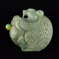 Fine Chinese Green Jade Snuff Bottle Carved Bear