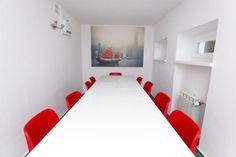 Sala konferencyjna dla 12 osób. Ciepłe barwy, zapach kawy i miły czas./ Conference room for 12 people. Warm colors, the smell of coffee and a nice time  #Conference room, #coworking, #HUB Kolektyw